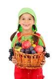 Kleines Mädchen mit Korb der Früchte Lizenzfreies Stockbild