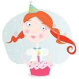 Kleines Mädchen mit Kuchen Geburtstag feiernd Stockbilder
