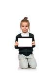 Kleines Mädchen mit leerer Notenauflage lizenzfreie stockfotos