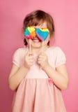 Kleines Mädchen mit Lutscher lizenzfreie stockfotos