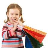 Kleines Mädchen mit mehrfarbigen Paketen Lizenzfreie Stockfotografie