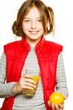Kleines Mädchen mit Orangen und Saft Stockbild