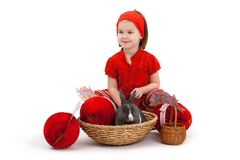Kleines Mädchen mit Osterhasen Lizenzfreies Stockfoto