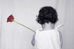 Kleines Mädchen mit Rose 1 Lizenzfreies Stockbild
