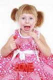 Kleines Mädchen mit roter Kerze mit Wort LIEBE Lizenzfreies Stockbild