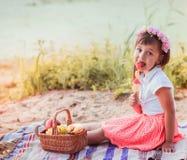 Kleines Mädchen mit Süßigkeit Lizenzfreie Stockfotografie