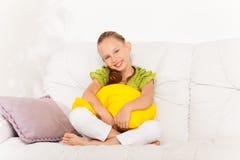 Kleines Mädchen mit schönem Lächeln Lizenzfreies Stockbild