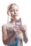 Kleines Mädchen mit Schokolade Stockfoto