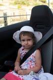 Kleines Mädchen mit Sicherheitsgurt   Stockfoto