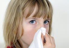 Kleines Mädchen mit Taschentuch Lizenzfreies Stockfoto