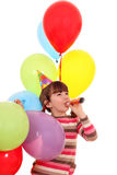 Kleines Mädchen mit Trompeten- und Ballongeburtstag Lizenzfreie Stockfotografie