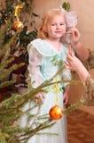 Kleines Mädchen mit Verfassung Stockfoto