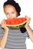 Kleines Mädchen mit Wassermelone lizenzfreie stockfotografie