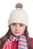 Kleines Mädchen mit Winterkleidung Stockfoto