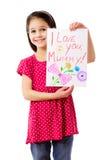 Kleines Mädchen mit Zeichnung für Mama Stockbilder