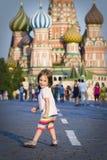 Kleines Mädchen in Moskau Stockfotos
