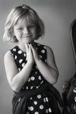 Kleines Mädchen oben gekleidet lizenzfreies stockbild