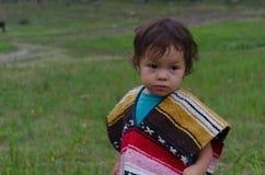 Kleines Mädchen am Picknick lizenzfreie stockfotos