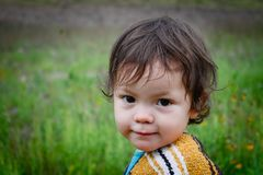 Kleines Mädchen am Picknick lizenzfreies stockbild