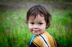 Kleines Mädchen am Picknick lizenzfreies stockfoto