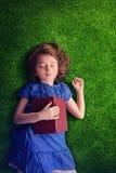 Kleines Mädchen-Schlafen stockfotos