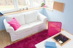Kleines Mädchen-Schlafzimmer lizenzfreies stockfoto