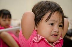 Kleines Mädchen schwermütig lizenzfreies stockfoto
