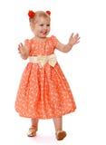 Kleines Mädchen spielt Verstecken Lizenzfreies Stockfoto