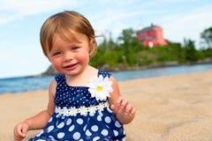 Kleines Mädchen am Strand Lizenzfreies Stockbild