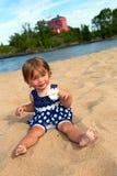 Kleines Mädchen am Strand Stockfotografie
