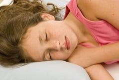 Kleines Mädchen-Ton schlafend stockfotos