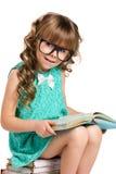 Kleines Mädchen und alte Bücher Stockfoto