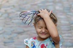 Kleines Mädchen und Gefühl lizenzfreies stockfoto