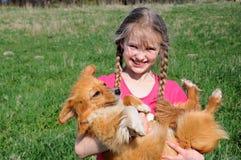 Kleines Mädchen und Hund Stockfotografie