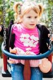 Kleines Mädchen und ihre Puppe Lizenzfreie Stockbilder