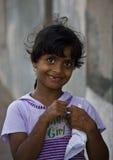 Kleines Mädchen von Oman mit der Tätowierung der Hand lizenzfreie stockfotografie