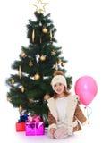 Kleines Mädchen am Weihnachtsbaum Lizenzfreie Stockbilder