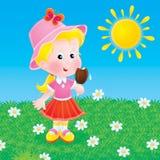 Kleines Mädchen, welches die Eiscreme isst Stockbild