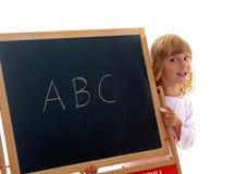 Kleines Mädchen zeigt Vorstand mit ABC Stockbilder