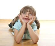 Kleines Mädchen zu Hause Stockbilder