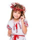 Kleines Mädchen im nationalen ukrainischen Kostüm Lizenzfreies Stockfoto