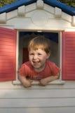 Kleines Mädchen im Spiel-Haus Lizenzfreie Stockbilder