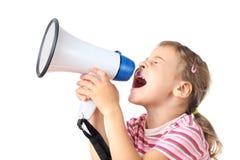 Kleines Mädchen schreit im Megaphon Lizenzfreies Stockbild