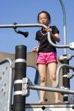Kleines Mädchen am Spielplatz Stockbilder