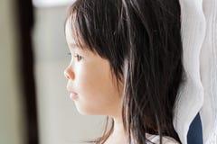 Kleines nettes Mädchen Stockfoto