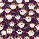 Kleines nettes nahtloses Muster der japanischen glücklichen Eule Stockfoto