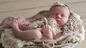 Kleines neugeborenes Schätzchen stock video footage
