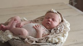 Kleines neugeborenes Schätzchen stock video