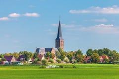 Kleines niederländisches Dorf in der Provinz von Friesland Lizenzfreies Stockfoto