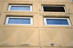 Fenster offen und geschlossen stock abbildung for Fenster offen
